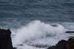 Naturpool überflutet Sturm in Los Gigantes 04.03.2013
