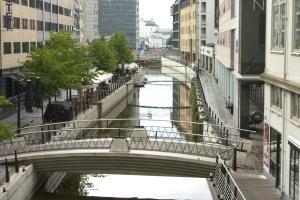 Kanal im Regen