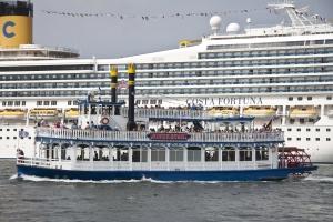 Riverstar und Kreuzfahrschiff