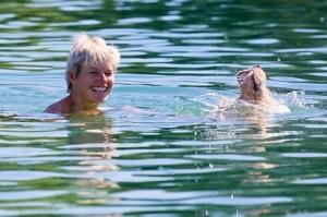 August - Schwimmen in München, Rostock, Aalborg