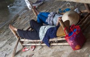 Mittagsschlaf unter der Brücke