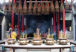 Chinesischer Tempel Saigon - Weihrauchwünsche an der Decke
