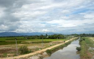 Blick aus dem Busfenster - viele Flüsse durchqueren das Land