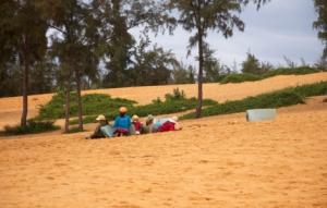 Gruppe von Kindern wartet auf Touristen