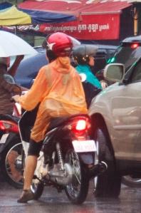 Scooter fahren bei Regen