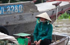 Vietnamesin auf dem Floating Market
