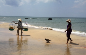 Früchteverkäuferinnen am Strand - Phu Quoc