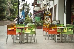 die Straßencafés sind verwaist