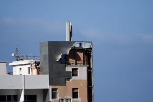 Sturm denkt die Hotelfassade ab