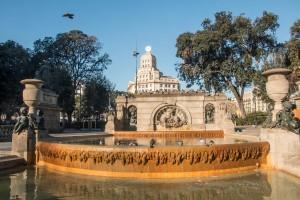 Plaza Catalunia - Verkehrsknotenpunkt, Brunnen und beeindruckende Bauwerke