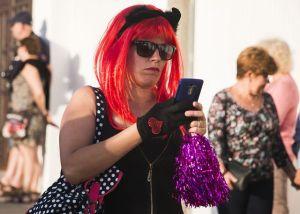 ohne Handy geht es auch im Karneval anscheinend nicht