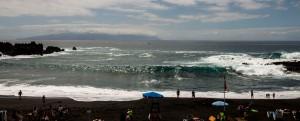 Playa Arena mit hohen Wellen