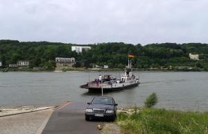 Fährbetrieb am Rhein