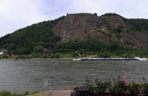 Blick auf die Rheinostseite bei Remagen