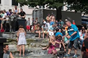 Brunnen am Rindermarkt - CSD in München - viel Haut, bunte Farben und viel Spaß