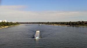 Blick von der mittleren Bonner Brücke Richtung Norden