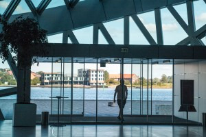 Glasfronten bieten einen fantastischen Blick auf den Limfjord