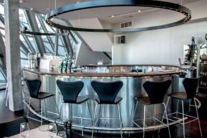 Bar - Glas und Chrom