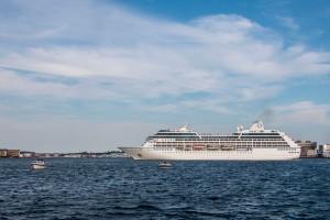 Nautica beim Wenden auf dem Fjord