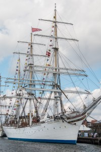 Statsraad Lehmkuhl Country of registration: Norway Rig: Barque 3 Year launched: 1914 Crew: 180 www.lehmkuhl.no