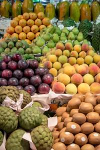 Großmarkt mit Früchten und Obst