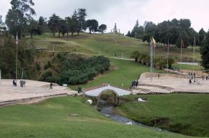 Brücke von Boyacá - ein großes Gelände, das von vielen Schulklassen und Kolumbianern besucht wird