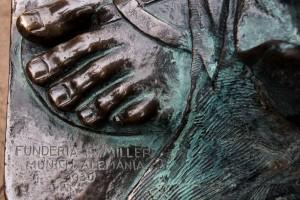 Der Fuß des Monumento a la Gloria de Bolivar - hergestellt in München