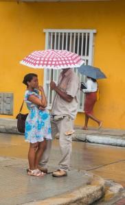 Cartagena im Regen - Beschirmtes Paar