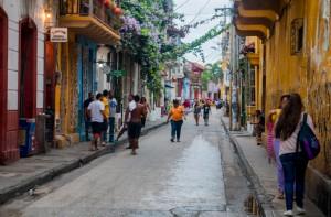 Cartagena - kleine Straße im Viertel Getsemaní