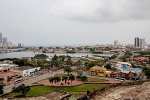 Cartagena - Blick von der Festung auf die regengraue Stadt