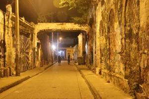 Cartagena - Straße mit Graffiti im Viertel Getsemaní