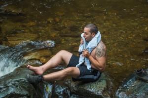 Wasserfall in Solento - einer badet