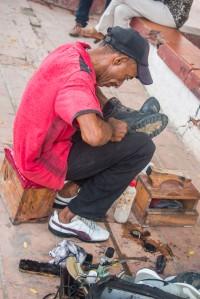 Mompox - Schuhmacher auf der Straße