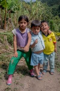 San Augustin - Kinder posieren vor der Kamera