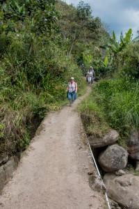 San Augustin - auf schmalen Pfaden zum Fluss hinunter