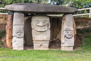 San Augustin - Archäologischer Park - Grabstätte mit Göttern