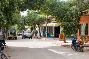 der kleine Ort Villaviaja am Rande der Tatacoawüste