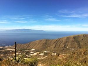 Blick auf den Barranco Santiago und die Nachbarinsel La Gomera