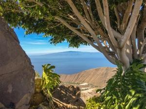 Durchblick aus der Höhe auf La Gomera