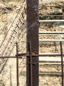 Rostiger Träger auf einer Baustelle