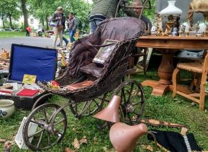 ein Kinderwagen aus alten Zeiten