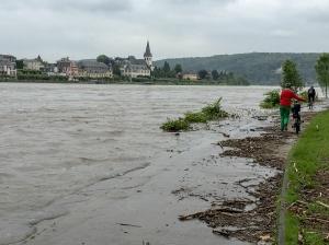 Rheinpromenade unter Wasser