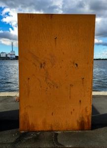 Dänischer Rost - Rostige Wand als Kunstobjekt im Aalborger Hafen