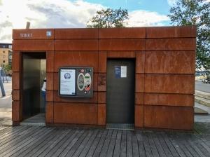Dänischer Rost - Rostiges Toilettenhaus im Aalborger Hafen