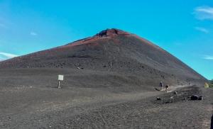 Radfahrer unterwegs auf den Vulkanhügeln